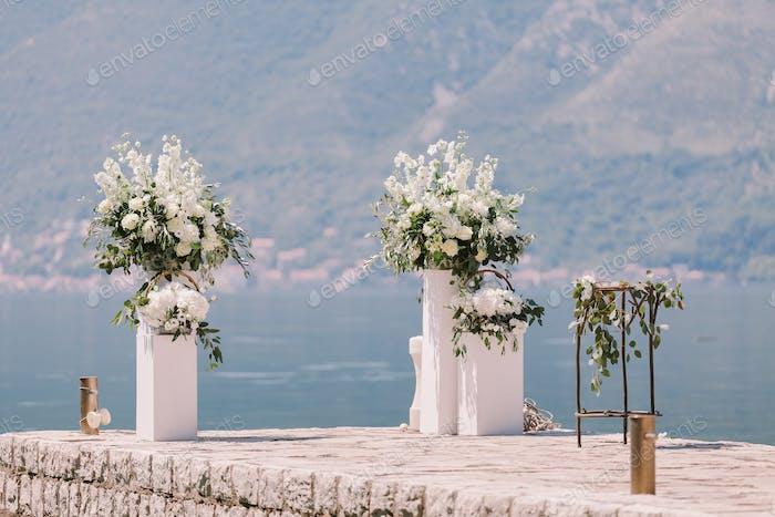 Hochzeit Bogen Dekoration mit schöner Aussicht