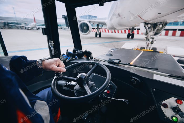 Preparation of airplane before flight