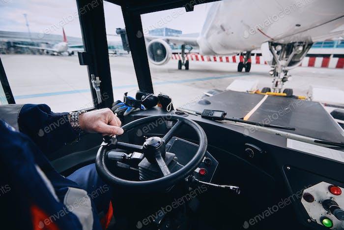 Vorbereitung des Flugzeugs vor dem Flug