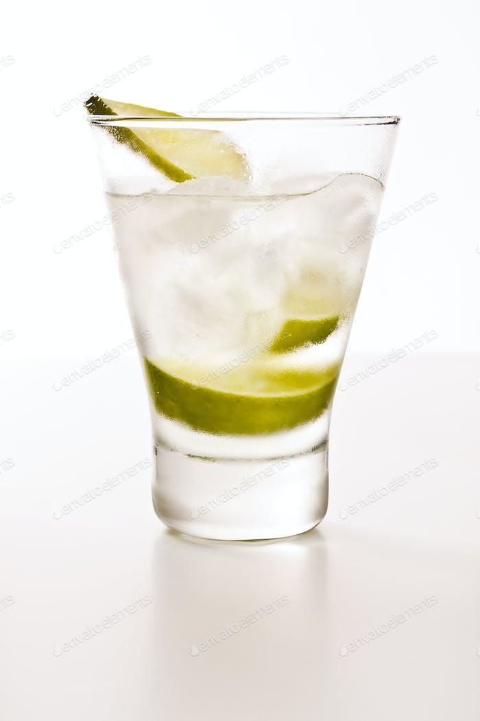 Wodka mit Limette