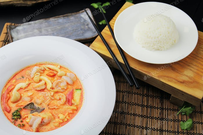 Red curry with shrimps
