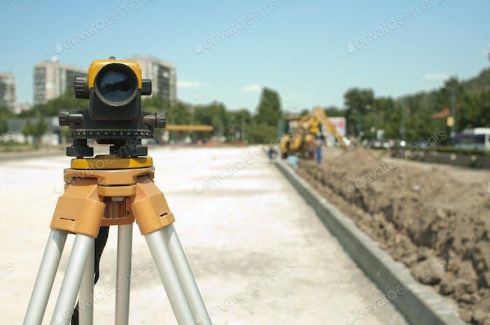Vermessungsausrüstung zu Infrastrukturbauprojekt