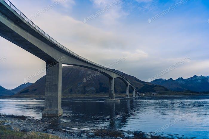 Brücke über das Meer in Norwegen