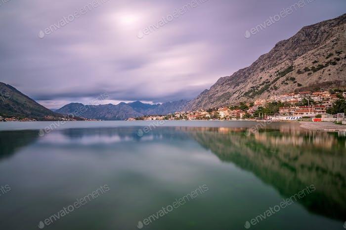 Ver la hermosa bahía de Kotor