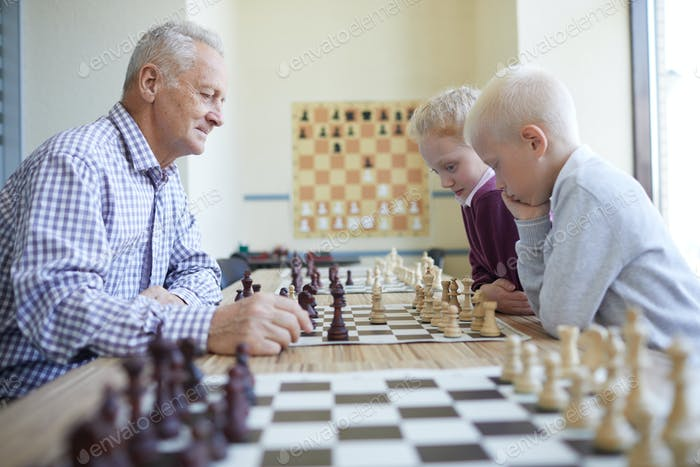 Chess game between generations