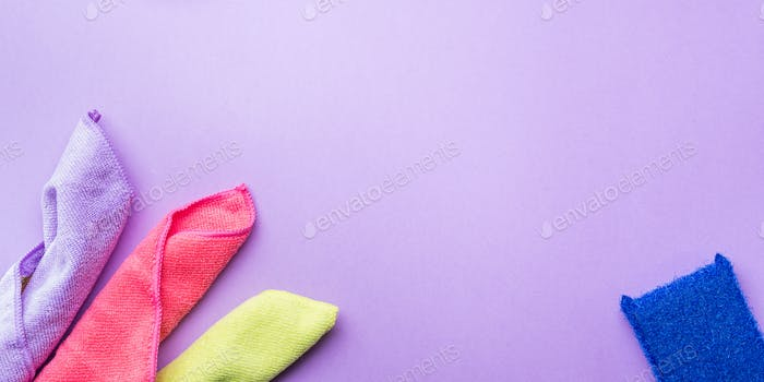 Fondo abstracto con paños de limpieza, esponjas
