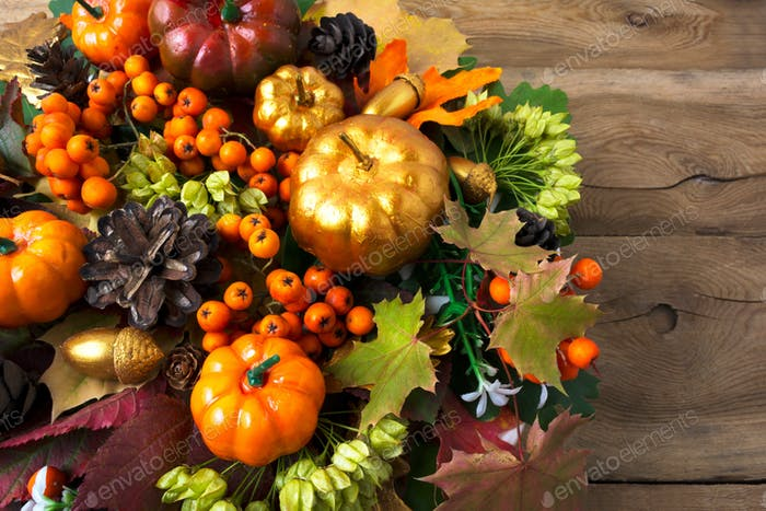 Thanksgiving wreath with pumpkins and leaves copy space