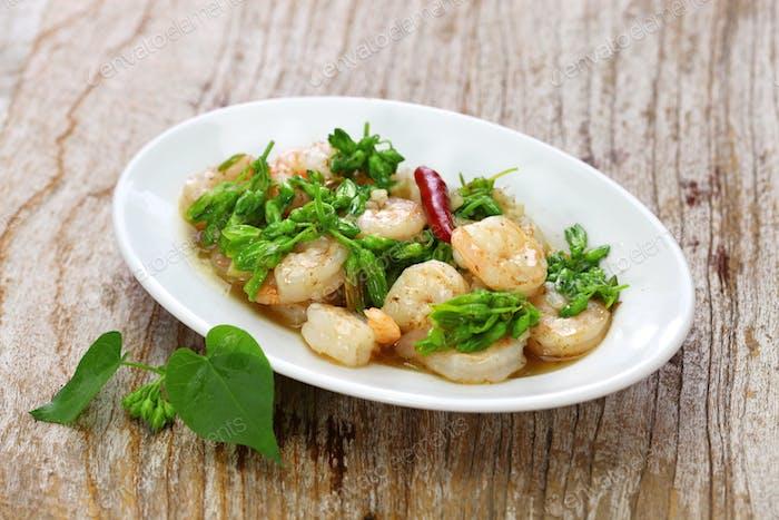 stir-fried Tonkin jasmin flowers and shrimp