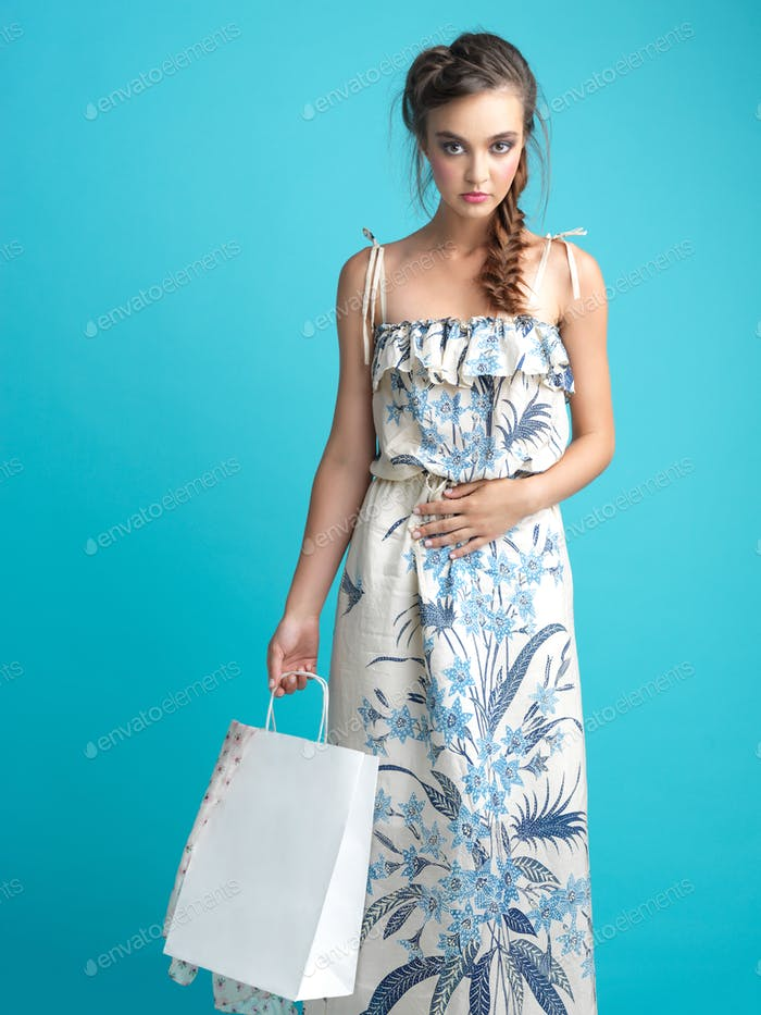 fashionable young woman holding a shopping bag
