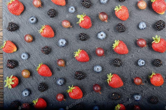 Wohnung Blick auf reife Heidelbeere Erdbeere Himbeere Brombeere