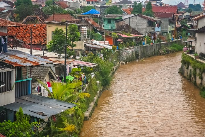 River flowing through the Bukittingi town