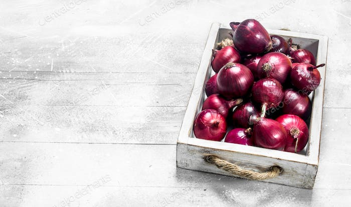 Red onions on tray.
