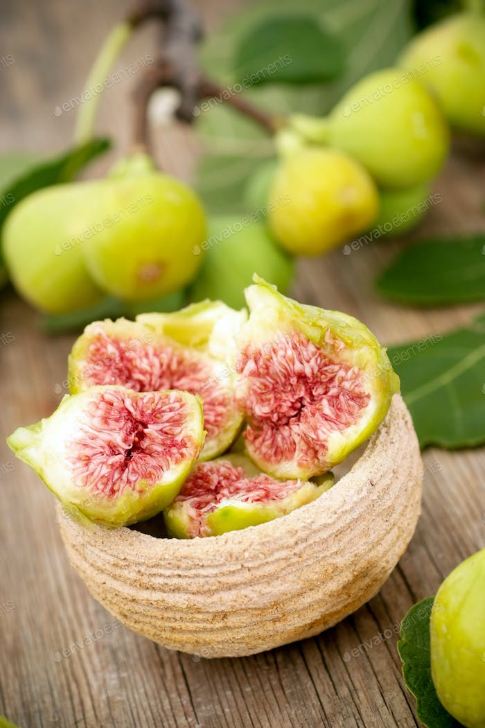 Fresh white figs