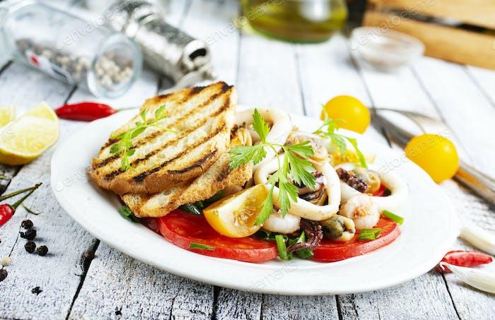Salat mit Meeresfrüchten