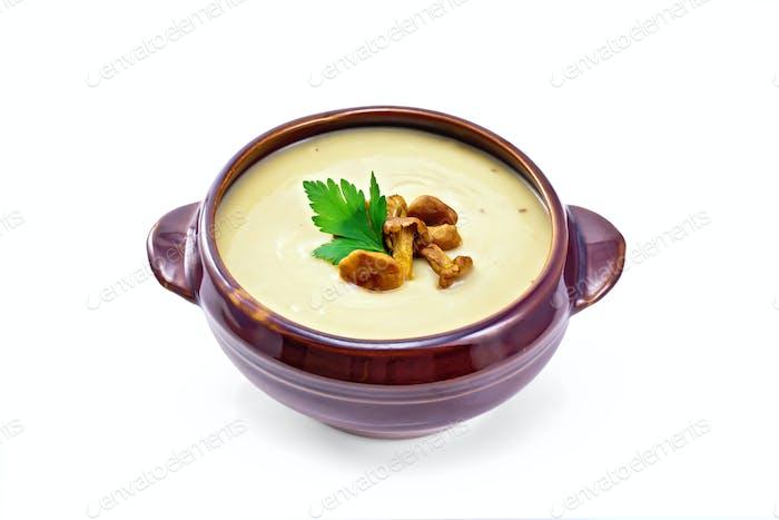 Suppenpüree Pilz mit Pfifferlingen in Tonschüssel