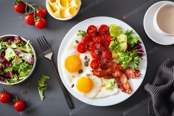 healthy keto diet breakfast: egg, tomatoes, salad leaves and bac