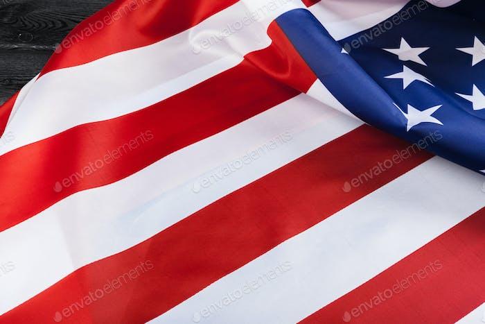 Bellamente ondeando estrella y bandera americana a rayas
