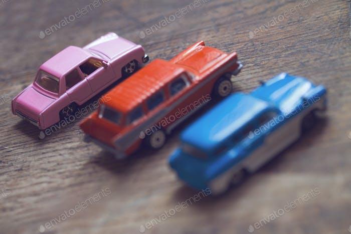 Nahaufnahme von Oldtimer-Spielzeugautos