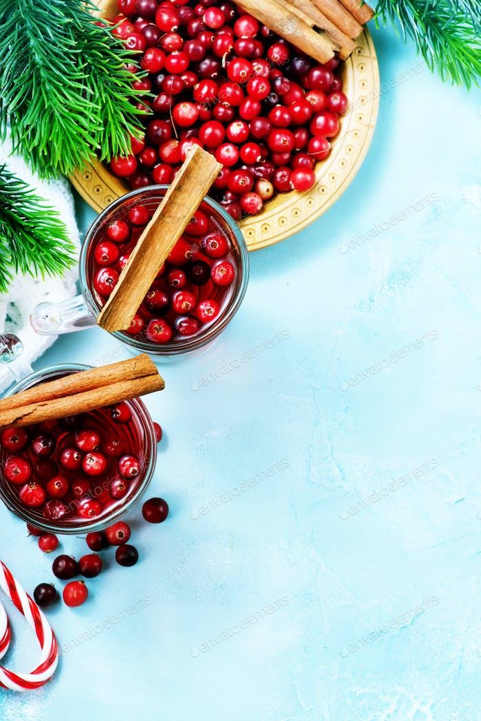 Cranberry-Getränk und Beeren