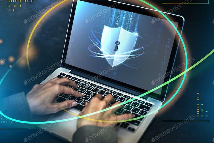 Hacker descifrando el código de seguridad en una computadora portátil