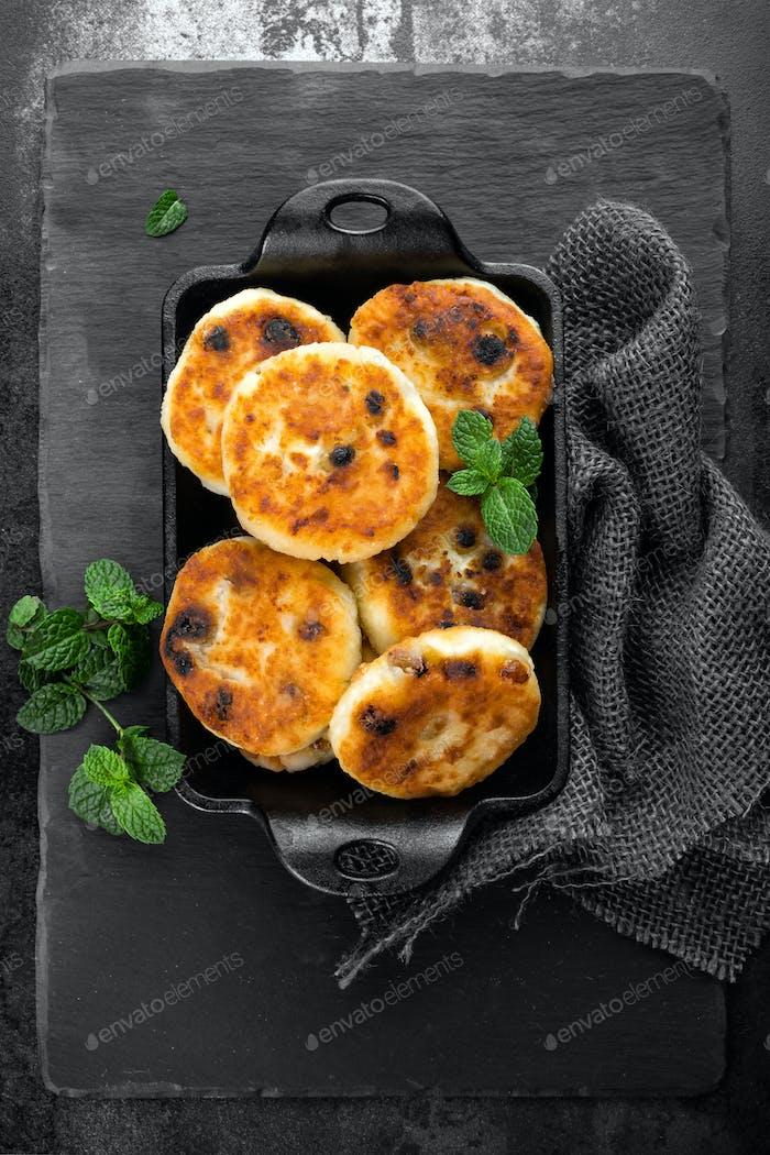 cottage cheese pancakes, syrniki