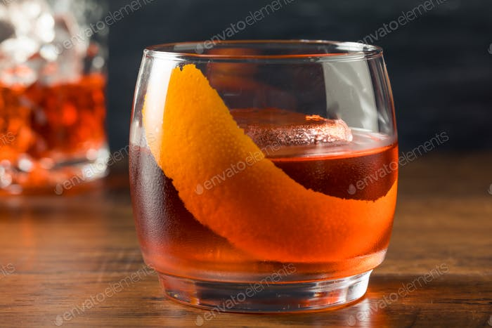Alkoholischer roter Negroni-Cocktail