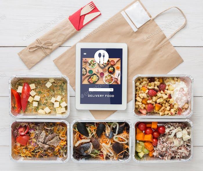 Vegetarisches Set in ökologischer Verpackung. Lebensmittel mit Tofu, Muscheln und Gemüse in Behältern