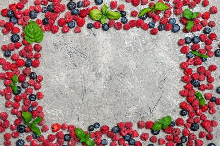 Beeren-Rahmen auf konkretem Hintergrund