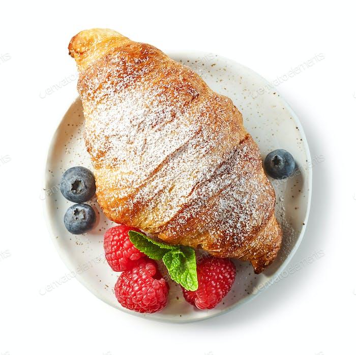 свежеиспеченный сладкий круассан