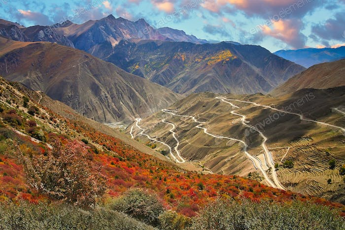 Stunningly beautiful mountain road in Yunnan