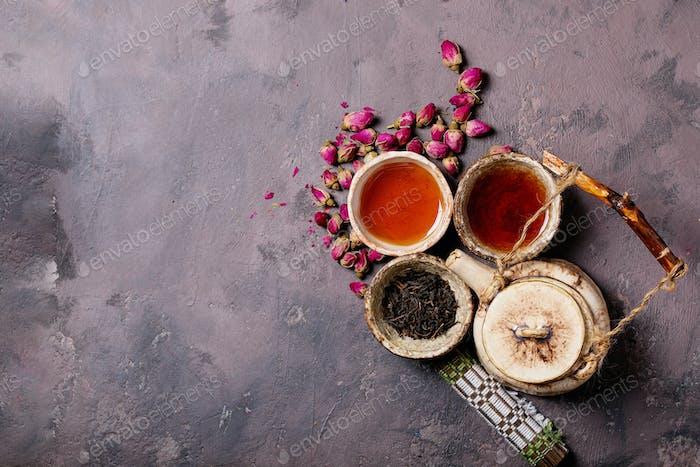 Schwarzer Tee in einer Keramiktasse