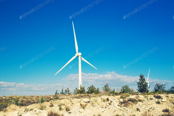 Windkraftanlage für alternative Energie. Öko-Power-Konzept