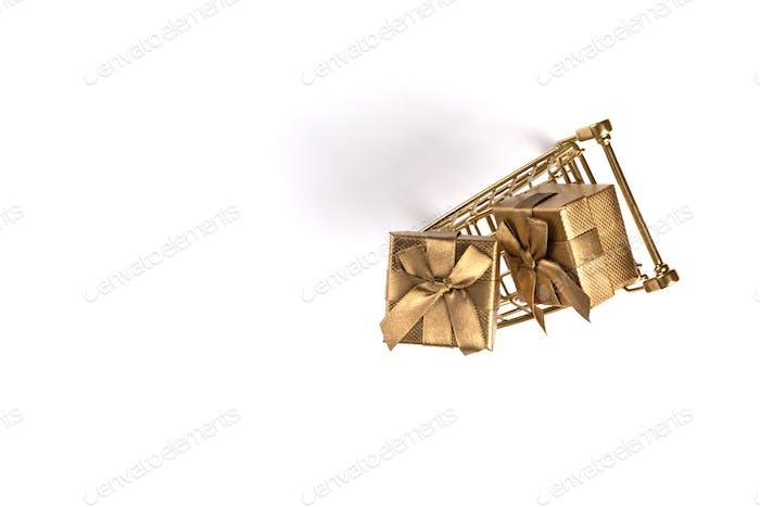 Warenkorb Trolley Korb Gold Farbe mit Geschenken.
