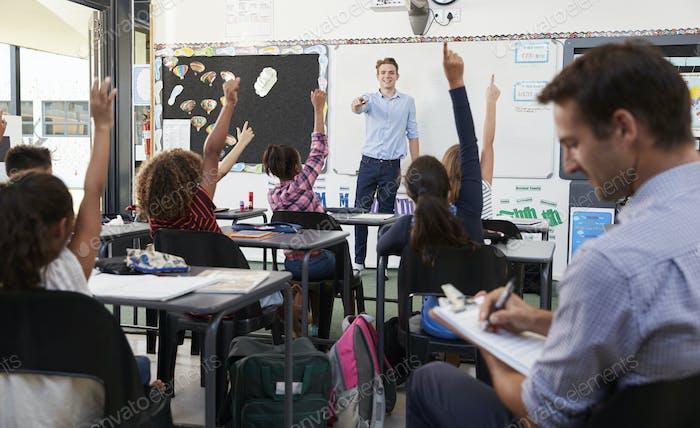 Trainee teacher learning how teach elementary students