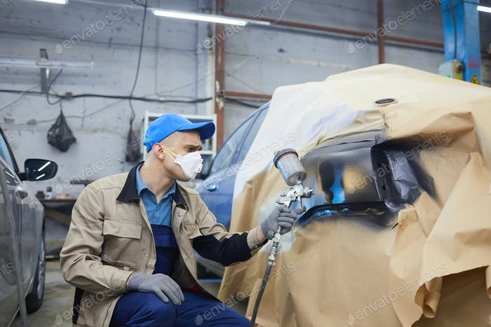 Auto Service Worker Painting Car