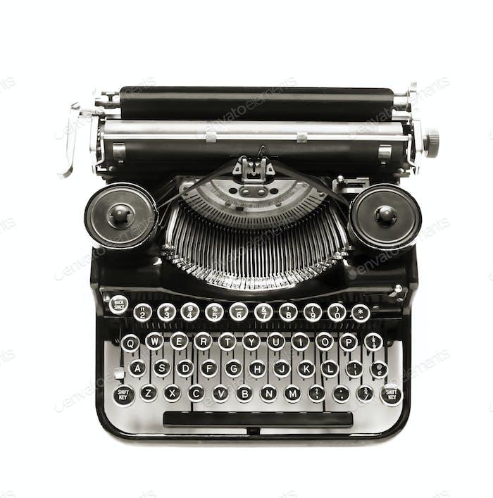 Antike Schreibmaschine mit weißem Hintergrund.