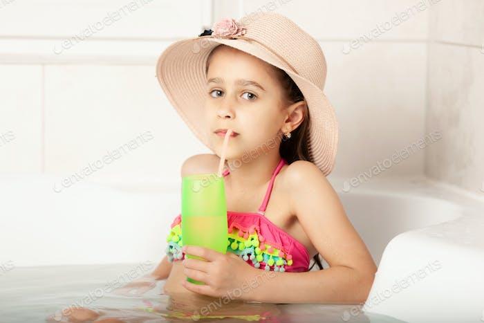 Детский отдых в ванной