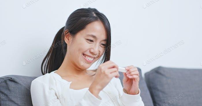 Woman get positive result on pregnancy test
