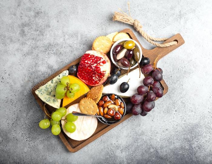 Selección de quesos y aperitivos