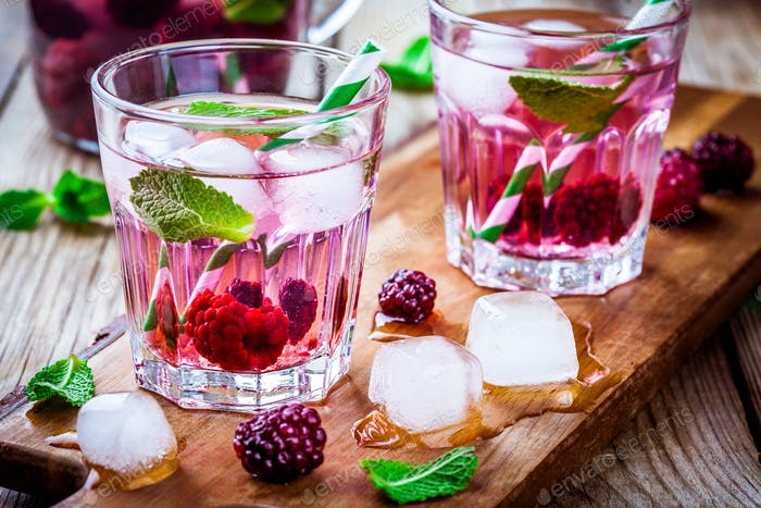 Detox water with blackberry and mint