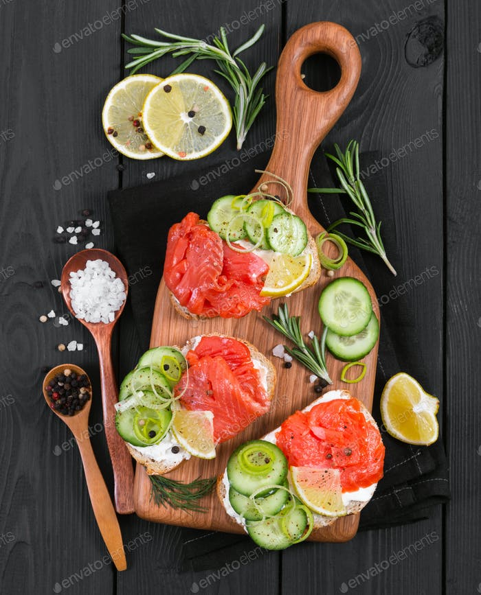 Bruschetta with salmon and fresh cucumber