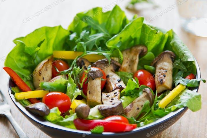 Gegrillter Pilzsalat
