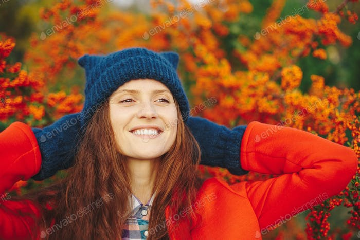 Model wearing stylish winter beanie hat and gloves