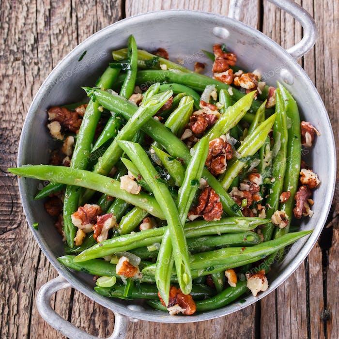 Salat aus grünen Bohnen und Walnuss