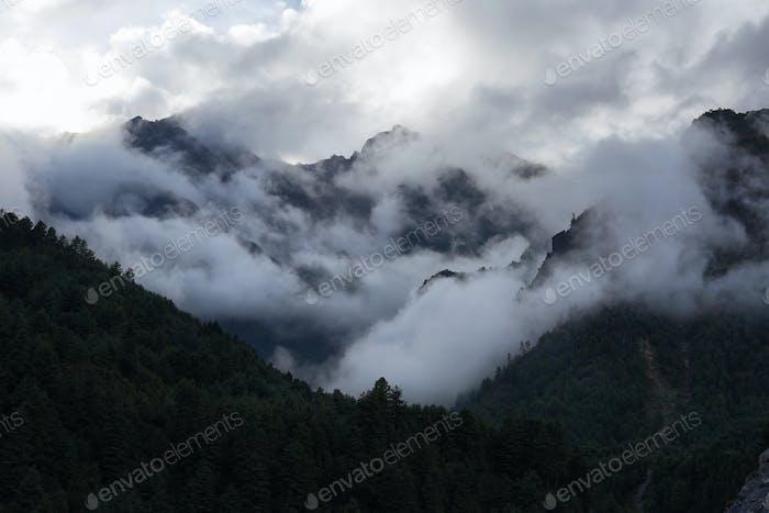 Mountain views on the way to Phakding