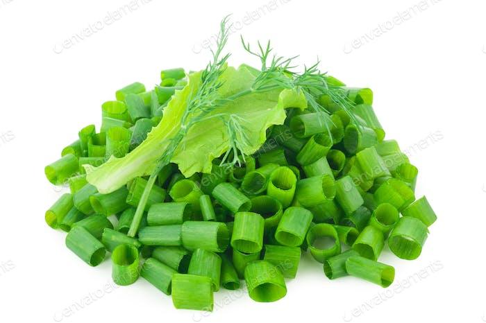 gehackte grüne Zwiebeln mit Salat, Dill