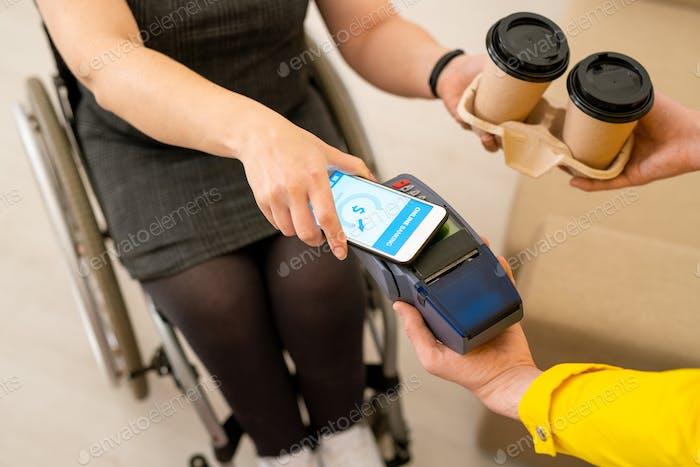 Bezahlen für Kaffee mit Smartphone