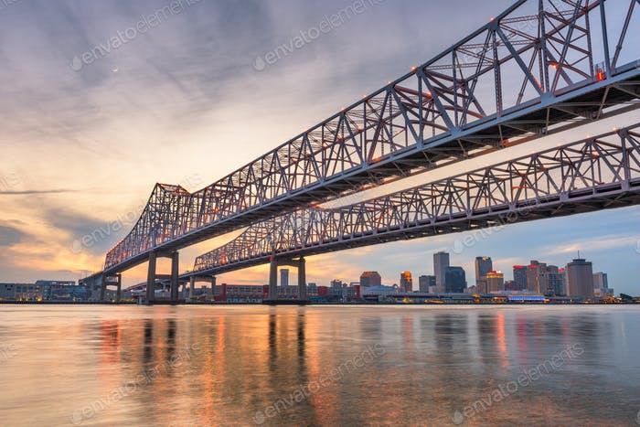 New Orleans, Louisiana, USA bei Crescent City Connection Bridge o