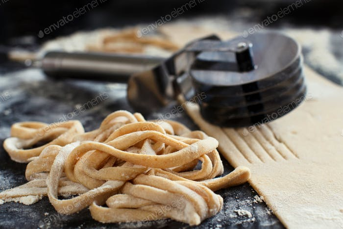 Making taglatelle with a pasta rolling cutter
