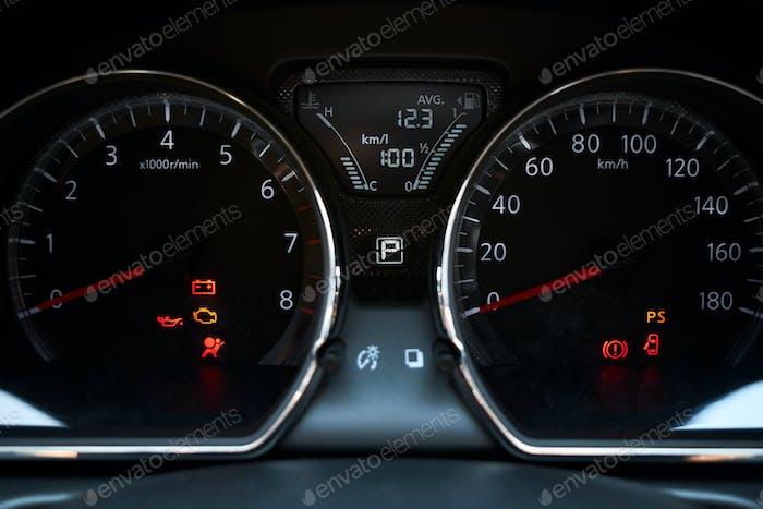 Information and symbols on the car gauge